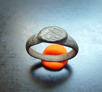 Ancient Roman bronze ring with incized design