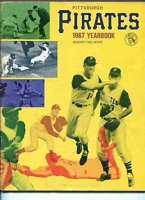 PITTSBURGH PIRATES 1967 BASEBALL YEARBOOK-PLAYER PHOTOS-STATS-MAURY WILLS-LAW-vg