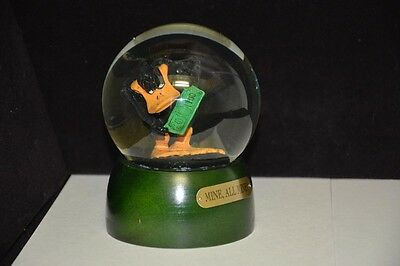 Warner Brothers Store Exclusive - Daffy Duck Snow Globe - wood base - 1994