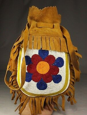 Old Antique Native American Ojibwe / Chippewa Indian Beaded Pouch Bag Beadwork