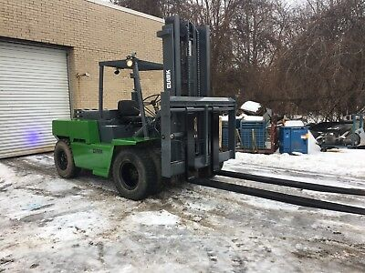Clark 15,500 Pound Pneumatic Forklift With 8 Foot Forks side shift