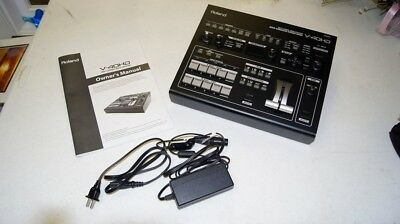 Roland V-40HD High Definition Multi Format Video Switcher Mixer V40 HD EXC COND