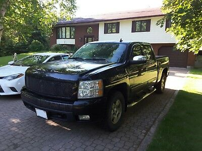 Chevrolet: Silverado 1500 Z71 2007 Chevrolet Silverado 1500 LTZ Z71 Crewcab 5.3L 4x4 Sunroof  Fully loaded!