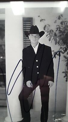 KENNY CHESNEY SIGNED AUTOGRAPHED 8x10 PHOTO, with authentication documentation