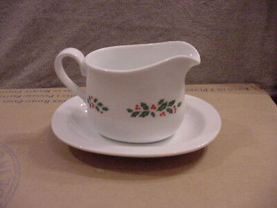 Vintage Corning Corelle WINTER HOLLY GRAVY BOAT & UNDERPLATE