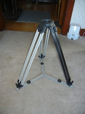 Vinten tripod with spreader posi two stage