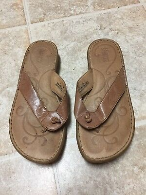 Born Women's Tan Leather Thong Open toe Sandals Size 8/39M.      H
