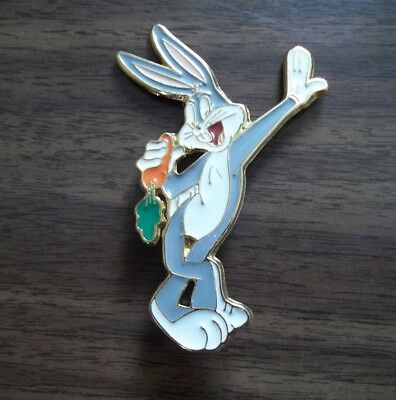 Vintage Warner Brothers Bugs Bunny Lapel Pin Standing Leaning w/ Carrot 1992
