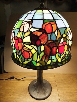 "NIB TIFFANY STYLE STAINED GLASS TABLE LAMP HAND CRAFTED Garden Of Tulips 24"" H"
