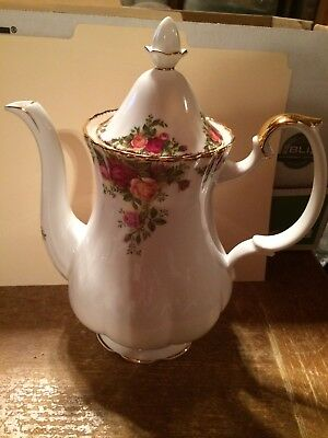 Vintage Royal Albert Bone China England Old Country Roses Coffee Pot & Lid