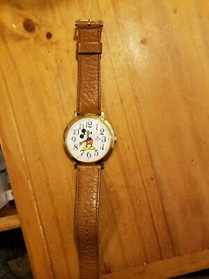 VINTAGE LORUS MICKEY MOUSE WATCH QUARTZ WHITE FACE BROWN BAND needs battery
