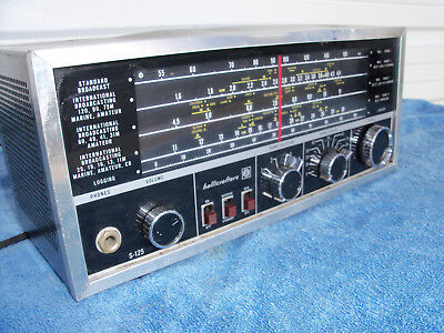 Vintage Hallicrafters Model S-125 tube shortwave radio receiver