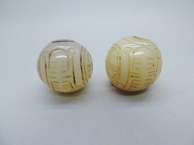 Pair of Antique Chinese Nature White Agate Ball Hand-carved Agate Ball