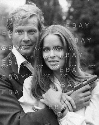 "3 photos James Bond Roger Moore + Barbara Bach  "" The Spy who loved me """