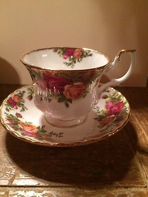 """Royal Albert """"Old Country Roses"""" Bone China Footed Teacup and Saucer Set"""