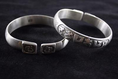 VINTAGE CHINESE PAIR OF SILVER PATTERNED BANGLE marked