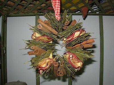 Primitive Farmhouse Fresh-Dried Apple, Bay, Cinnamon Aromatic Wreath