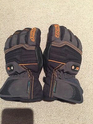 Ski Gloves Boy Or Girl (approx age 7- 8 Years) Ziener brand (great quality)