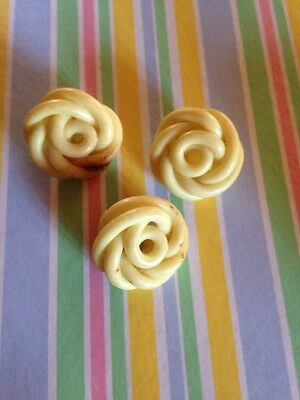 LOT 3 Vintage CELLULOID Extruded Spaghetti KNOT BUTTONS  perfect for any collect