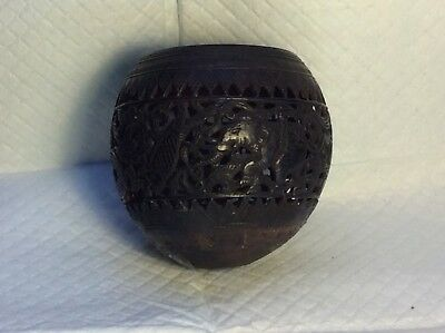 CHINESE CARVED RETICULATED COCONUT SHELL Possibly Indonesian, early 20th century