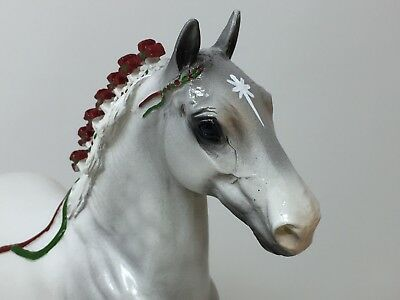 Peter Stone CHRISTMAS CLYDESDALE 1998, Dapply Grey, Red Green Ribbons MINT