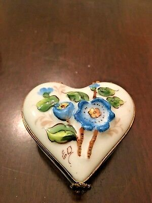 Limoges Box- Heart Shaped with Blue Flowers (Peint Main exclusif Chamart)