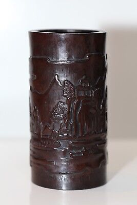 Antique Chinese fine carved Qing Dynasty carved Bamboo Brush pot, 19th century.