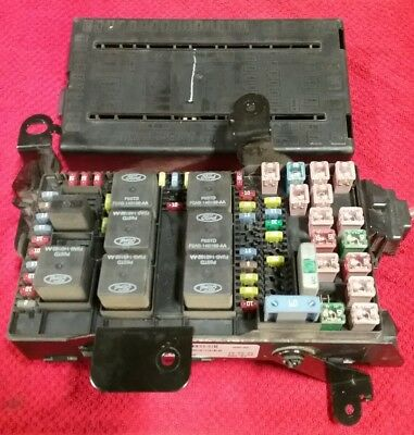 04  Ford F250-F350 super duty interior under dash fuse relay box 3C3T-14A067-ED