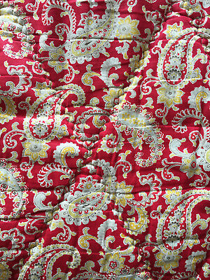 Vintage cotton RED paisley eiderdown / quilt from Sweden – lovely condition!