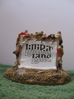 """Lilliput Lane """"Scroll on the Wall"""" Signed.  In mint condition with deed. Boxed"""