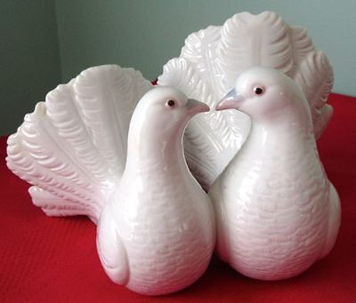 Lladro KISSING DOVES 1169 Porcelain Retired Figurine, Mint Condition
