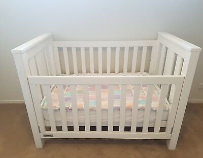 Tasman Eco Tuscan Cot & Change Table white
