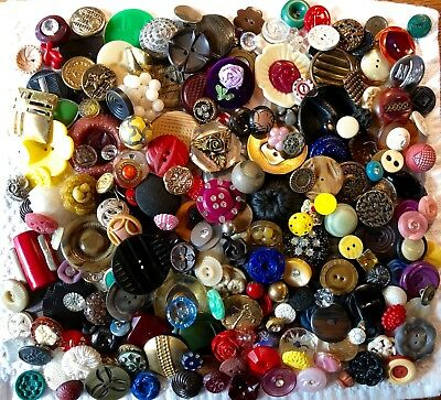 Large Lot of 225+ Assorted Antique & Vintage Collectible Buttons B217-1