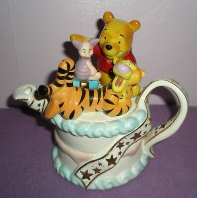 Paul Cardew Winnie the Pooh Birthday Cake Teapot. Disney Showcase Collection