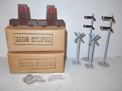 2 Unopened Sets Of Train Track Bumpers For Jim Beam Trains + 4 Railroad Signals