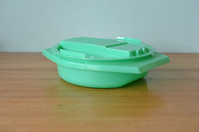 Vintage Tupperware Grater  bowl green 3195
