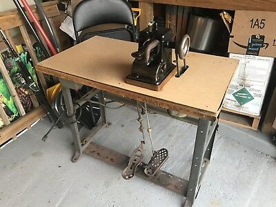 """BONIS Brothers Never Stop Fur Sewing Machine With Motor And table. Type """"A"""""""