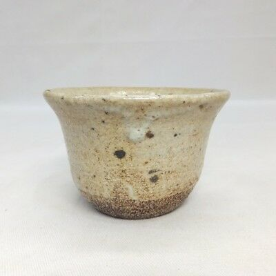G063: Japanese OLD KARATSU pottery cup with good taste and atmosphere