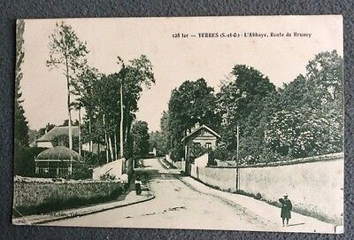 CPA. YERRES. 91 - L'Abbaye, Route de Brunoy.