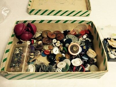 Vintage Buttons Small To Medium Sizes Hundreds Assorted TT062816