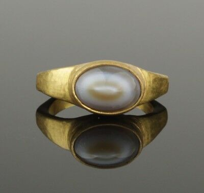 ANCIENT ROMAN GOLD RING SET WITH POLISHED AGATE - 2nd Century AD   044