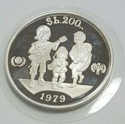 """BOLIVIA 1979 """"INTERNATIONAL YEAR OF THE CHILD""""  b 200 SILVER COIN"""