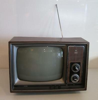 "Vtg. GE General Electric B&W 13"" Performance Wood Grain TV Television 12B9115W"