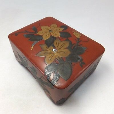 G850: Japanese old lacquer ware storage box with very good MAKIE of flower