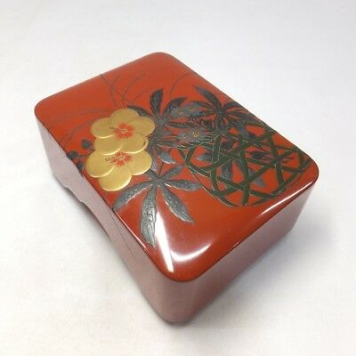 G888: Japanese old lacquer ware accessory case with good MAKIE of flower basket