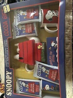 Snoopy Cocoa Gift Set - NEW - Peanuts - Cookie Plate , Mugs, Cocoa & Cookies