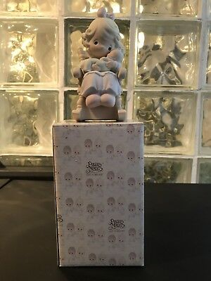 """1995 Precious Moments """"LOVE NEVER LEAVES A MOTHER'S ARMS"""" Enesco #523941 IN BOX"""