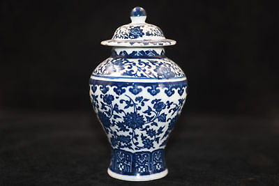 Chinese Antique Hand-painted blue and white porcelain vase 3