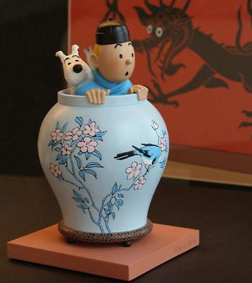 the TROPHY WIFE TINTIN and MILOU lotus blue moulinsart hergé collector POTICHE