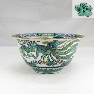 H833: Real Japanese bowl of old KUTANI porcelain w/appropriate painting and tone